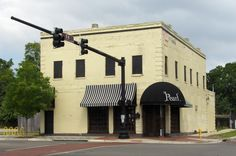 https://flic.kr/p/6eDMYE | The Pearl Jacksonville FL | Contributing Building - Springfield Historic District - National Register of Historic Places Built 1905 Currently a nightclub NRIS #86003640