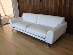 Los Angeles: Beautiful Roche Bobois sofa $4000 - http://furnishlyst.com/listings/1178078