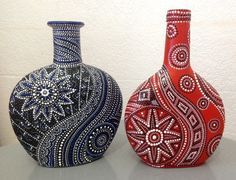 dot painting on wine bottles Painted Glass Bottles, Glass Bottle Crafts, Wine Bottle Art, Diy Bottle, Decorated Bottles, Dot Art Painting, Pottery Painting, Altered Bottles, Bottle Painting