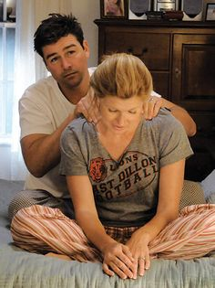 Kyle Chandler was perfect tv hubby.  (These two are the best tv husband and wife, we love & envy them)
