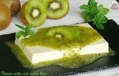 Panna cotta con salsa kiwi .