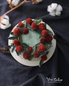 천일홍 플라워 크리스마스 분위기로 . . 수업상담 Kakao Id : koreaflower02 Line Id : vivicake02 Wechat Id : vivicake_korea . . 블로그 주소 : www.vivi-cake.com . . vivicakeclass@gmail.com . . .  #flowercake #design #cake #flowercakeclass #cakeclass #flowers  #koreaflowercake #koreanflowercake #piping #rice #riceflowercake #wilton #wiltoncake #koreanbuttercream #flowers #baking #beanpaste #beanpasteflower #플라워케이크 #베이킹 #버터크림플라워케이크 #버터크림케이크 #플라워케이크클래스 #클래스 #크리스마스케이크 #천일홍