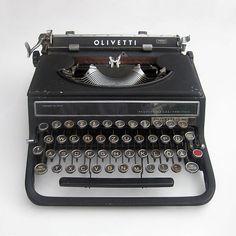 Not electrical but let's call it Bauhaus bling. Typewriter Olivetti Studio 42 designed by the Bauhaus-alumnus Alexander Schawinsky in 1936 Industrial Loft, Industrial Design, Olivetti Typewriter, Studio 42, Bauhaus Design, Bauhaus Art, Bauhaus Style, Antique Typewriter, Writing