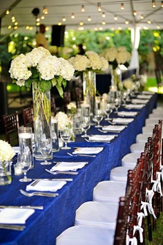 Gorgeous blue linens with tall floral arrangments at the Thomas Bennett House