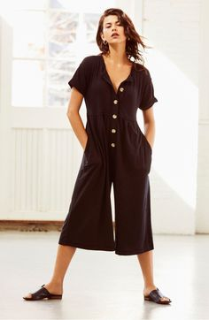 Fashion Background Get cool, beachy style with effortless ease in this button-front jumpsuit cut from a lightweight linen blend with breezy wide legs. 80s Fashion, Boho Fashion, Spring Fashion, Fashion Tips, Mom Style, Simple Style, Fashion Background, Flare Jeans, Plus Size Fashion