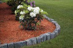 8.Очень стильно смотрится единая цветовая гамма в оформлении и ограждений, и садового