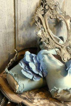 Worn out pointe shoes. #Ballet_beautie #sur_les_pointes *Ballet_beautie, sur les pointes !*