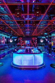 Herms went to bars like this during uni Bar Pub, Bar Restaurant, Restaurant Design, Night Club, Night Life, Night Bar, Nightclub Design, Pc Gaming Setup, Karaoke Party