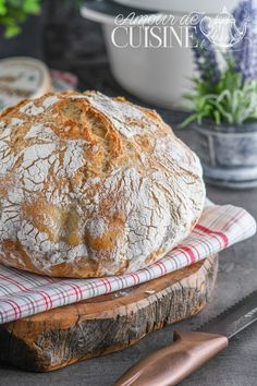 miche de pain blanc en cocotte - Amour de cuisine Harira, Mets, Food Photography, Flat Bread, Flan, Brick, Recipes, White Bread, Zucchini Gratin