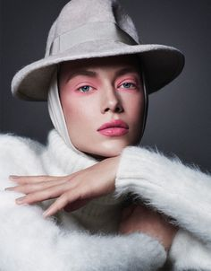 Hannah Ferguson turns up the glam factor for the September 2017 issue of Vogue Mexico. Lensed by Michael Schwartz (Atelier Management), the Sports Illustrated: Swimsuit Issue model charms in bold makeup looks. Stylist Kate Young selects statement-making hats and jewelry for Hannah to wear. For beauty, Harry Josh worked on hair with Hung Vanngo on...[Read More]