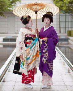 Geiko, Satsuki and Maiko, Marika. Giwon, Kyoto. Japan「祇園 芸妓 紗月ちゃん、舞妓 茉利佳ちゃん」
