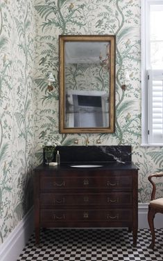 Henley Townhouse + Checkerboard Flooring + Powder Room + Black marble countertops + antique vanity + Eclectic Interior D Thistle Wallpaper, Green Wallpaper, Fabric Wallpaper, Black Marble Countertops, Bathroom Wallpaper, Mirror Bathroom, Bathroom Lighting, Bathroom Ideas, Downstairs Bathroom