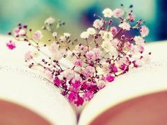 Image shared by Catarina Fiuza. Find images and videos about pretty, pink and flowers on We Heart It - the app to get lost in what you love. Happy Heart, We Heart It, Book Flowers, Wild Flowers, Flowers Nature, Book Wallpaper, Reading Wallpaper, Jolie Photo, I Love Books