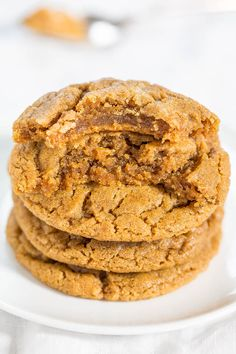 The Best Flourless Peanut Butter Cookies - Soft, chewy and they'll be your new fave PB cookies!! One bowl, no mixer, no butter, naturally gluten-free! Love it when something so easy tastes so amazing!!