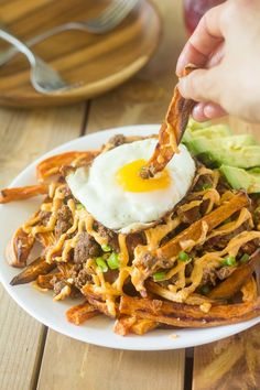 Loaded Chili Sweet Potato Fries with all your savory paleo and friendly favorites! Chili, bacon, avocado, paleo ranch sauce, scallions and a fried egg make this loaded fries heaven. Sweet Potato Skins, Loaded Sweet Potato, Sweet Potato And Apple, Sweet Potato Chili, Whole30 Sweet Potato Fries, Healthy Fries, Healthy Diet Recipes, Real Food Recipes, Healthy Eating