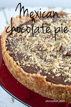 Mexican chocolate pie is salty and a bit spicy, but also sweet and smooth. What&… Mexican chocolate cake is salty and a bit spicy, but also sweet and smooth. Mexican Buffet, Mexican Dessert Recipes, Mexican Dishes, Mexican Pie, Mexican Chocolate Cakes, Chocolate Pies, Pie Pops, Mexican Cooking, Sweet Tarts