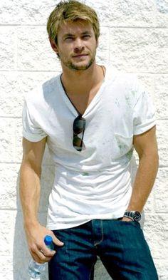 a younger Chris Hemsworth #Australia #celebrities #ChrisHemsworth Australian celebrity Chris Hemsworth loves http://www.kangabulletin.com