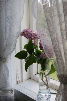 Lace curtains and lilacs.You can peek and see our lilac through the lace curtains of the morning room. Cozy Cottage, Cottage Style, Cottage Living, Living Room, Decoration Shabby, Lavender Cottage, Vibeke Design, Lace Curtains, Roman Curtains