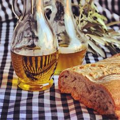Aceite de oliva y pan. Bread and Olive Oil.