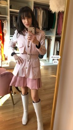 London Fashion Bloggers, Paris Fashion, Pleated Mini Skirt, Mini Skirts, Under The Knee Boots, Safari Jacket, Spring Outfits Women, Spring Hairstyles, Date Outfits