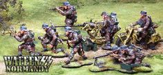 World War 2 German Waffen SS Attack set - Made by The Collectors Showcase Military Miniatures and Models. Factory made, hand assembled, painted and boxed in a padded decorative box. Excellent gift for the enthusiast.