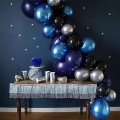 Get ready for galaxy party balloon decoration ideas that would leave your speechless. Filled with colors and a theme of galaxy balloon joyrides, you do not want to miss these ideas for your next galaxy-themed birthday party decorations. Star Wars Balloons, Galaxy Balloons, Black Balloons, Second Birthday Ideas, Adult Birthday Party, Blue Birthday, Balloon Decorations Party, Balloon Garland, Birthday Party Decorations