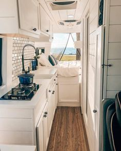 remodel motorhome 25 Amazing RV Remodel Ideas for Your Tiny House Sprinter Van Conversion, Camper Van Conversion Diy, Van Conversion Interior, Kombi Home, Bus Living, Living Room, Tiny House Living, Caravan Renovation, Van Home