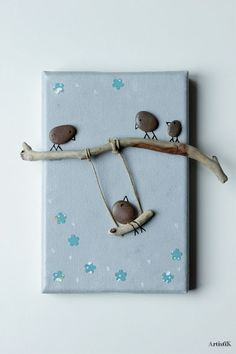 Twig and rock art. Stone Crafts, Rock Crafts, Fun Crafts, Diy And Crafts, Arts And Crafts, Pebble Pictures, Stone Pictures, Art Rupestre, Art Pierre