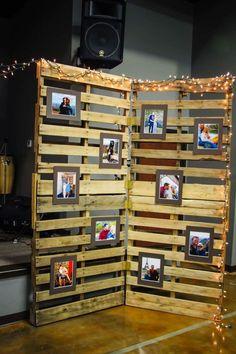 DIY Photo Display Board for Graduation Night Graduation Picture Boards, Graduation Photo Displays, Graduation Open Houses, Graduation Celebration, Graduation Party Decor, Graduation Pictures, Graduation Ideas, Pallet Picture Display, Photo Display Board