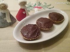 Koekjes met notenvulling - Orechové košíčky z lineckého cesta bez vajca Christmas Goodies, Christmas Baking, Pudding, Desserts, Food, Tailgate Desserts, Deserts, Custard Pudding, Essen