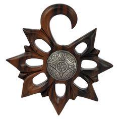 Espansione per lobi in legno narra con disco centrale realizzato in metallo con un bellissimo intarsio dal design tribale. Artigianale di Micromutazioni su Etsy