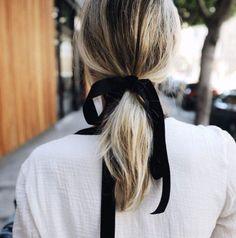 """""""난 아마 오늘 벨벳 리본 머리끈을 살 것 같다."""""""