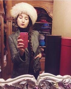 Angela Piazza photographed by @olga.amendola with the amazing fox fur busby by Cappelleria Palladio #cappelleriapalladio #hats #cappelli #woolhat #madeinitaly #hatdesign #chapeau #handcrafted #роскошь #шляпа #СделановИталии #イタリア製 #帽子 #情熱 @langela @marzi_firenze