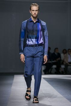 A look from the Brioni Spring 2016 Menswear collection.