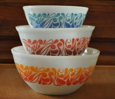 Vintage Pyrex, have never seen these Vintage Bowls, Vintage Kitchenware, Vintage Dishes, Vintage Glassware, Vintage Love, Vintage Decor, Vintage Items, Vintage Pyrex, Antique Dishes