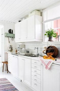 Will you consider cabinet refacing ideas? if you're looking to give your cabinets a refacing, have a look at these primary Kitchen Cabinet Refacing Ideas. Swedish Kitchen, Swedish Cottage, Swedish House, Refacing Kitchen Cabinets, Cabinet Refacing, Kitchen Cabinet Design, Refinish Cabinets, White Cabinets, Cocinas Kitchen