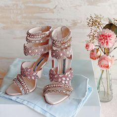 Heels with work on it Western Gown, Reception Gown, Bridal Heels, Dusty Rose Color, Stylish Blouse Design, Handmade Jewelry Designs, Silver Heels, Boho Look, Silver Stars