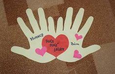 Nápady Na Vánoční Přáníčka - Yahoo Image Search Results Projects For Kids, Crafts For Kids, Diy Crafts, Candy Background, Back To School Kids, Easy Valentine Crafts, Preschool Arts And Crafts, Operation Christmas Child, Grandma Gifts