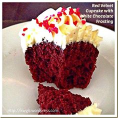 My First Attempt On Frosting My Cupcake–Red Velvet Cupcake With White Chocolate Frosting | GUAI SHU SHU