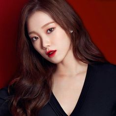 If you're looking for trending makeup in Korea, look no further! We've compiled a list of the most intriguing and beautiful makeup trends happening now. Sung Hi Lee, Lee Sung Kyung, Magazine Cosmopolitan, Instyle Magazine, Korean Actresses, Actors & Actresses, Asian Eye Makeup, Red Carpet Hair, Yoona