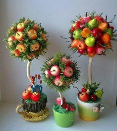 Cocina – Recetas y Consejos Edible Fruit Arrangements, Edible Bouquets, Floral Arrangements, Fall Arts And Crafts, Diy And Crafts, Fruit Tray Designs, Topiary Centerpieces, Food Bouquet, Christmas Topiary