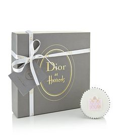 Dior Limited Edition Cupcakes at Harrods - Pursuitist Luxury Packaging, Bag Packaging, Jewelry Packaging, Packaging Design, Fashion Packaging, Flower Packaging, Custom Packaging, Packaging Ideas, Luxury Beauty