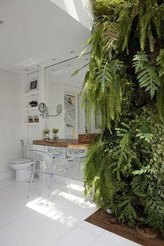 green wall...Casa Vogue