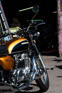 Fluides Mécaniques : Photo Motos Honda, Honda S2000, Vintage Honda Motorcycles, Honda Bikes, Japanese Motorcycle, Retro Motorcycle, Classic Motors, Classic Bikes, Honda Cb Series