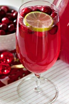 Cranberry Limeade Sparkling Mocktail With Frozen Limeade Concentrate, Cranberry Juice, Sprite, Fresh Cranberries, Lime Slices Cranberry Mocktail Recipes, Cocktail Recipes, Cranberry Juice, Chewy Blondies Recipe, Cranberry Bliss Bars Starbucks, White Chocolate Cranberry Cookies, Vegan Cookbook, Copycat Recipes, Food