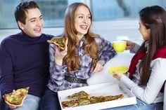 10 señales de que le gustas a un hombre muy tímido - Métodos Para Ligar Breakfast, Food, Google, Tips, Dinner, Men, Girls, 1 Month, Psicologia