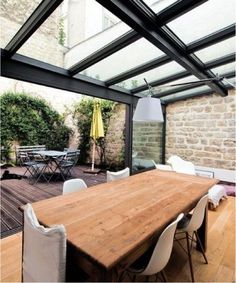 My veranda replaces the terrace – 13 pictures of contemporary verandas – CôtéMaison. Indoor Outdoor Living, Outdoor Rooms, Outdoor Decor, Style At Home, Extension Veranda, Interior Architecture, Interior Design, Pergola Designs, House Roof