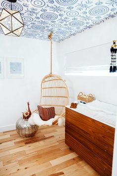 kinderzimmer schaukel minimalistische gestaltung kinderzimmer in 2018 pinterest. Black Bedroom Furniture Sets. Home Design Ideas