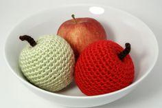 林檎 リンゴ amigurumi apples crochet pattern by planetjune Crochet Apple, Crochet Fruit, Bag Crochet, Crochet Gratis, Crochet Food, Crochet Kitchen, Crochet Patterns Amigurumi, Cute Crochet, Crochet For Kids