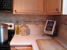 décoration cuisine dosseret en couleur neutre et carreaux rectangulaires